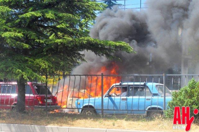В Симферополе сгорел автомобиль