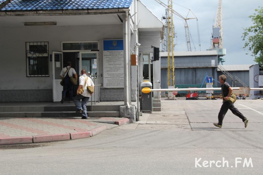 Как в Керчи торговый порт «спасали»