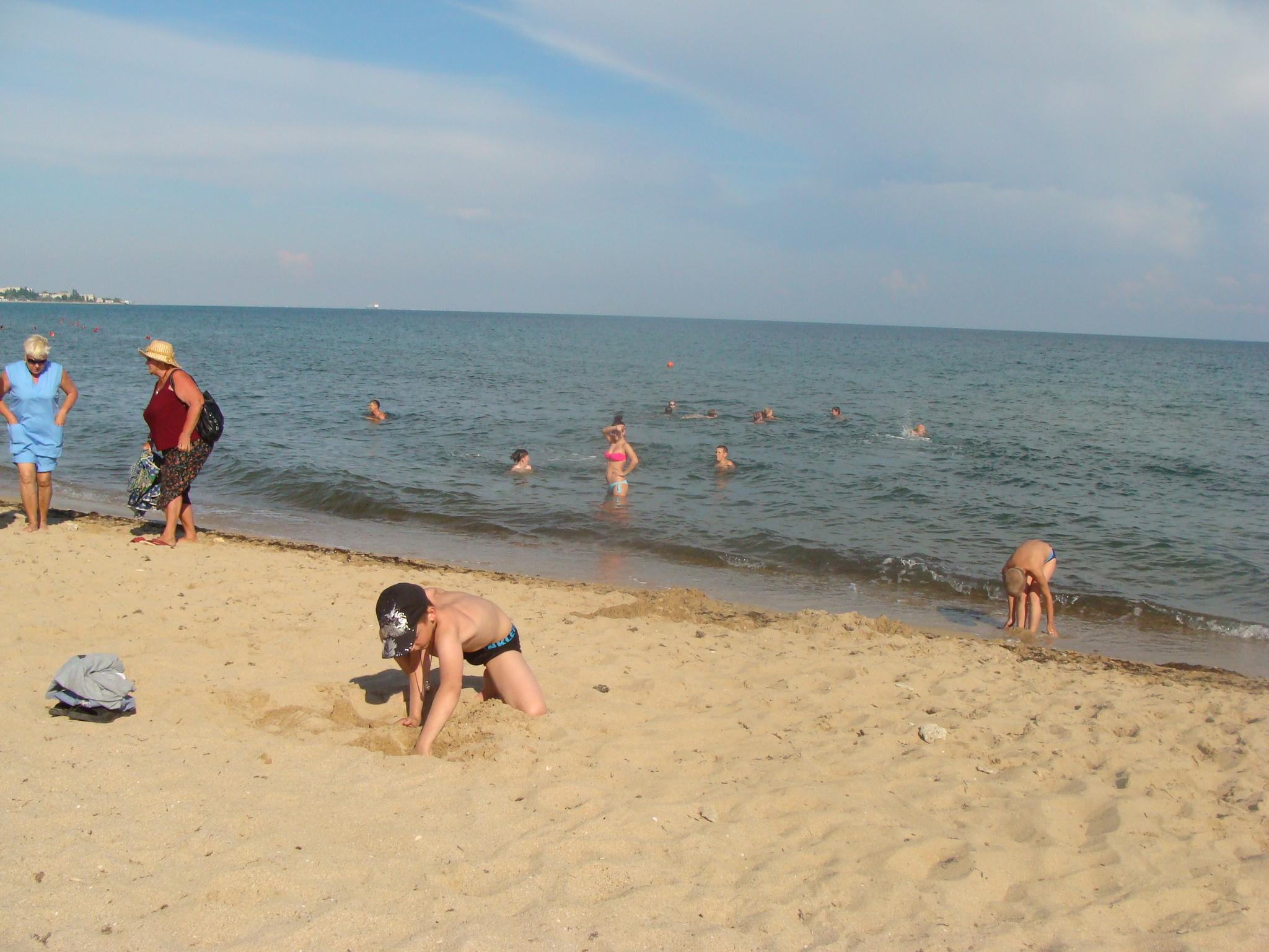 Мажемся грязью,  принимаем солнечные ванны, играем в волейбол