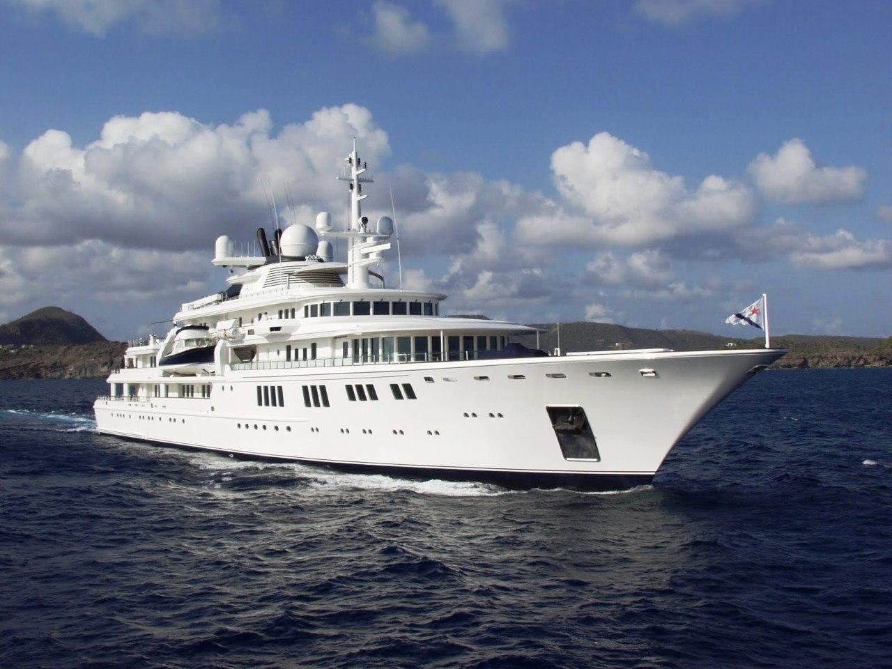 В Ялте пришвартовалась одна из самых дорогих яхт мира
