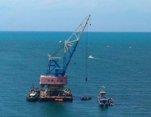 Утонувший в Севастополе   БТР — диверсия России?