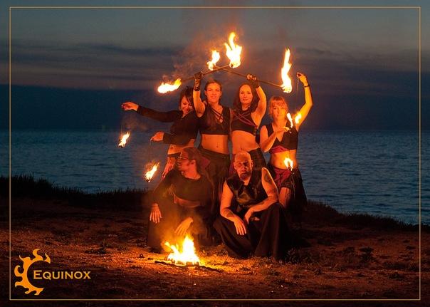 Этническая музыка, танцы, фаер-шоу…