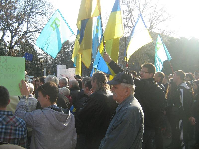Акции в Симферополе: уважаемый  Виктор Федорович!