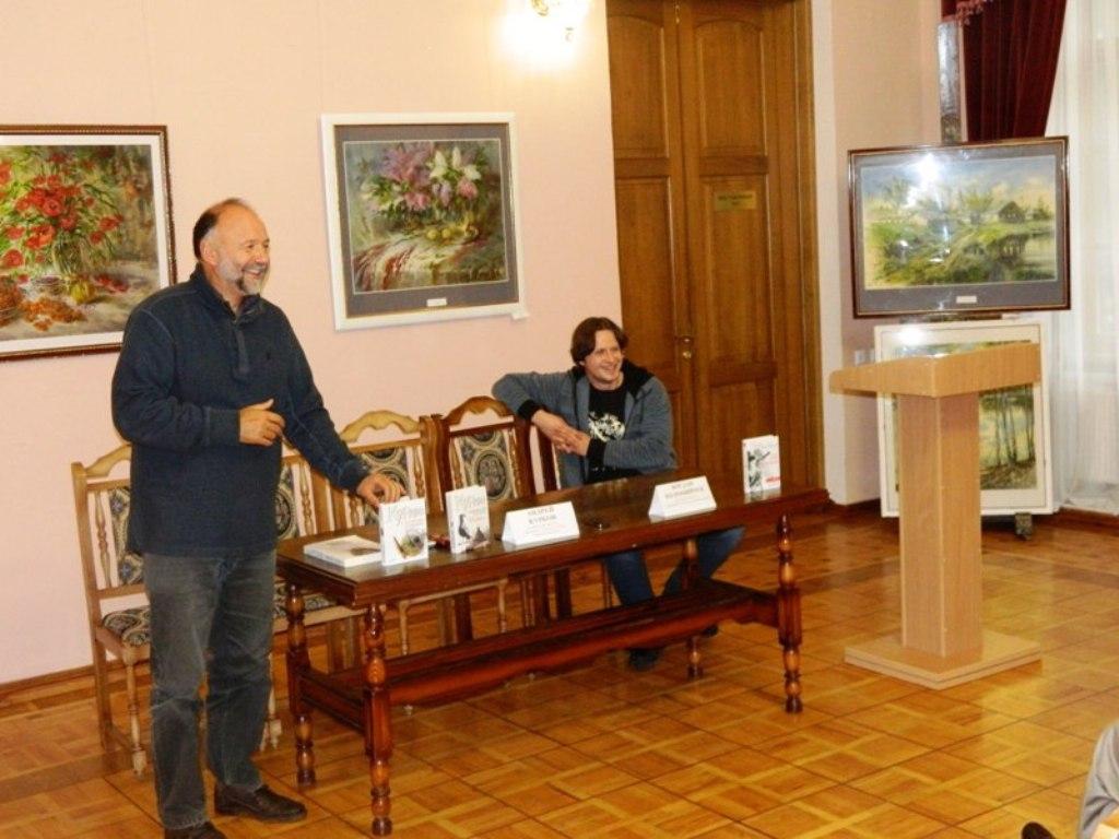 Украинские писатели — за «живую» книгу!