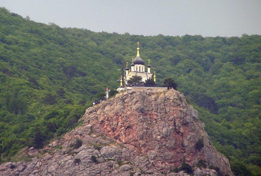 Храм  на красной скале