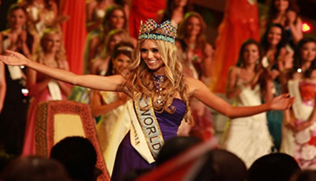 За звание примы крымского туризма   борется 12 девушек