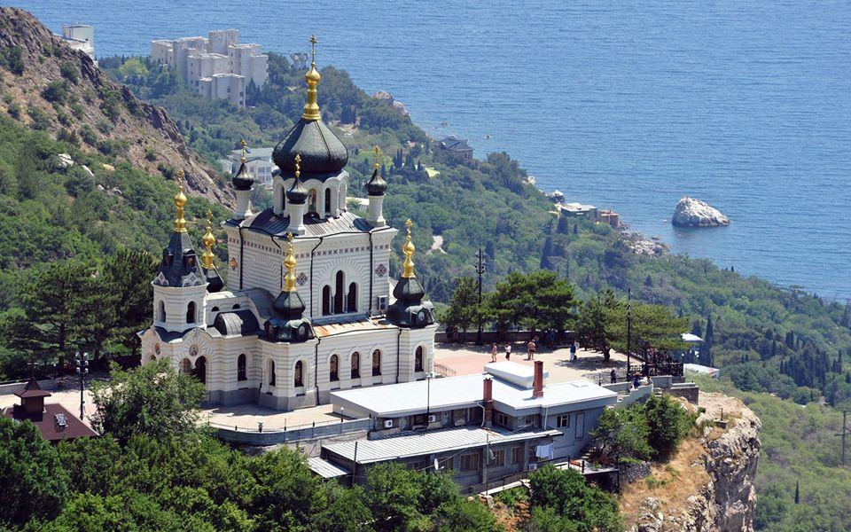 В храмах Крыма  молятся об умножении любви