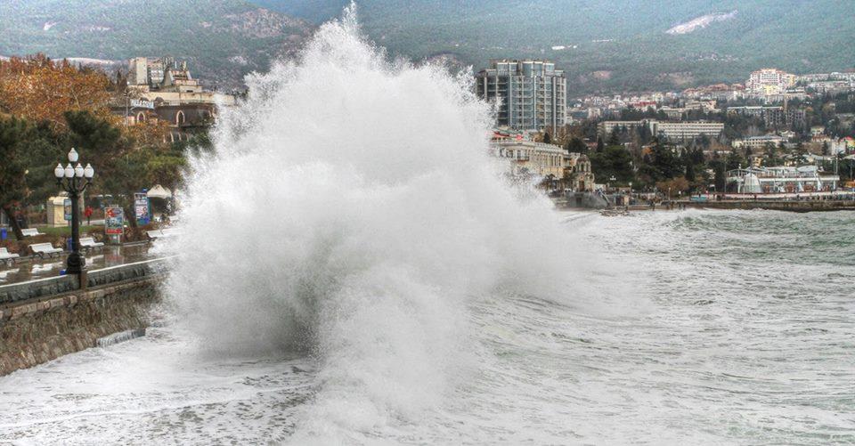 В Крыму сохраняются сложные погодные условия
