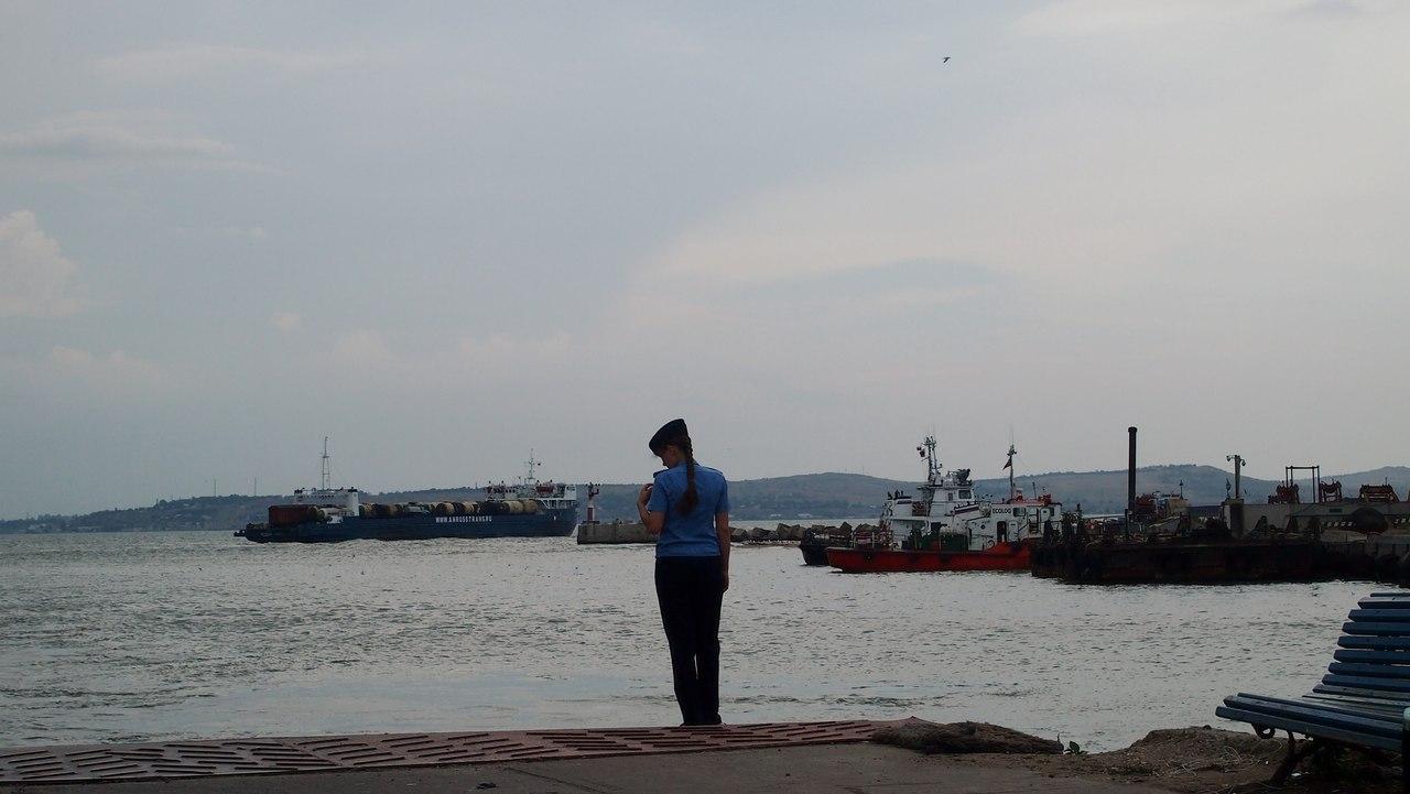 В Крыму штормит, но паромы курсируют