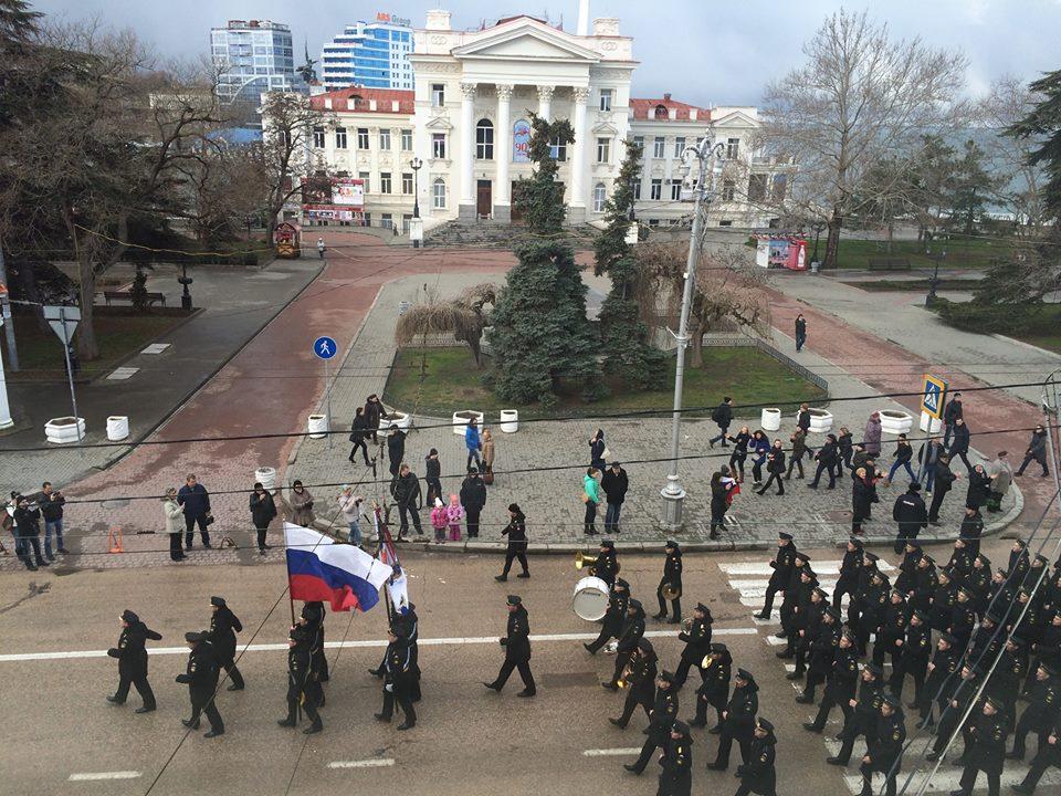 По главной улице с оркестром: в Крыму  состоялся военный парад! (видео)