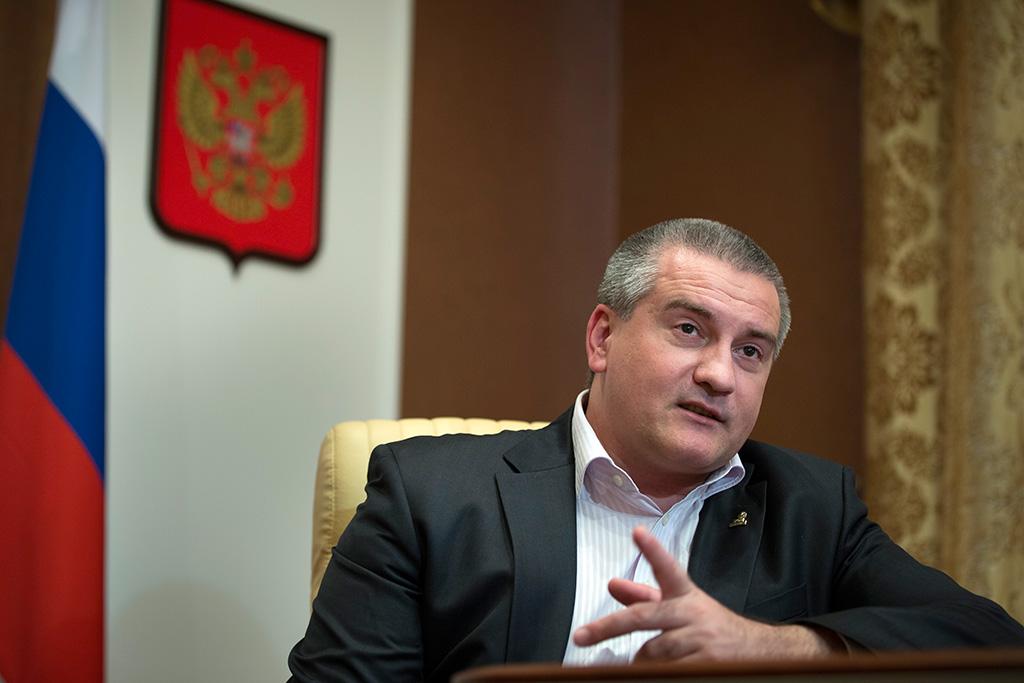 Аксенов советует коллекторам не пытаться взыскать долги с крымчан