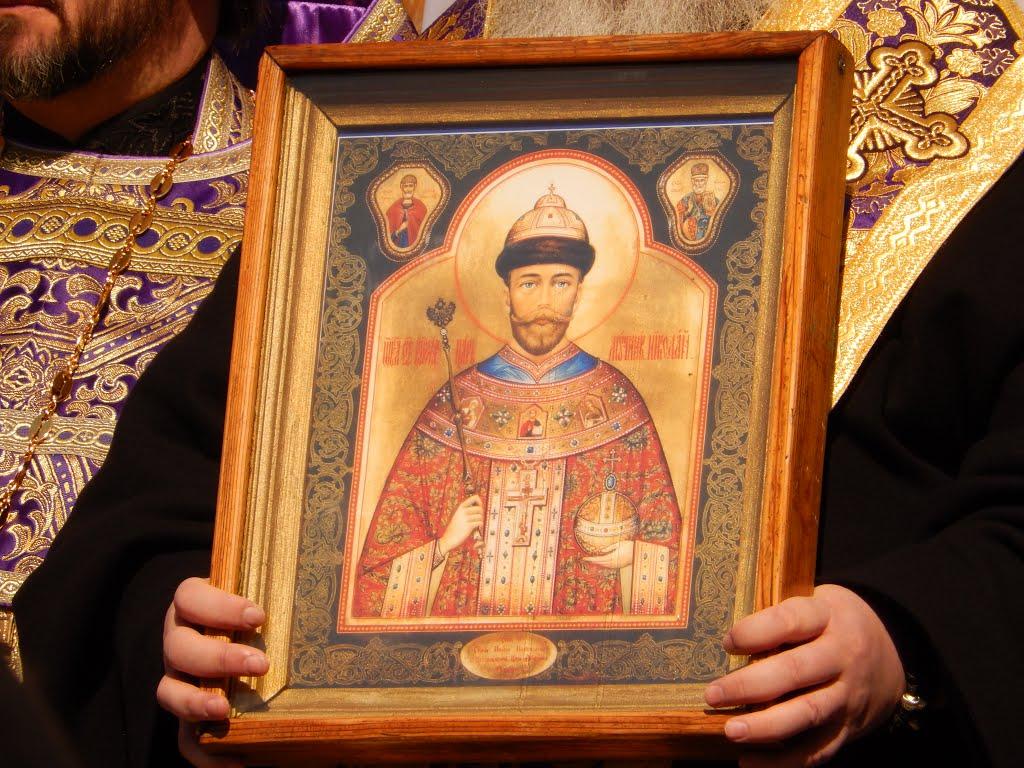 Чудотворной иконе Царя Николая поклонились жители Уютного и Евпатории