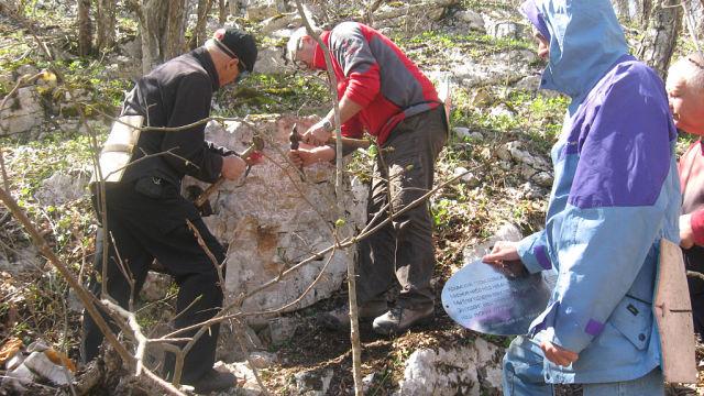 Спортсмены из Евпатории установили памятную табличку на хребте Орта-Сытр