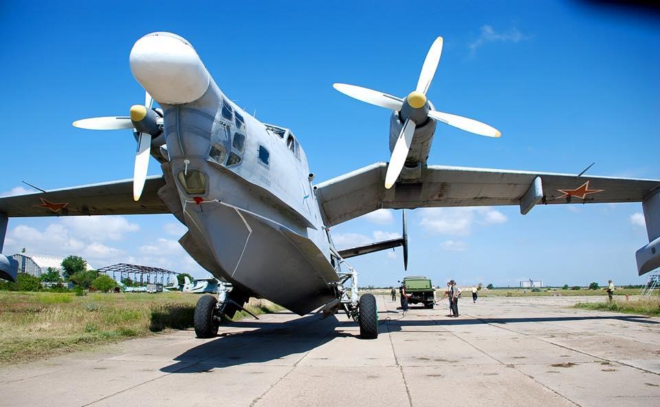 Евпатория приняла на ремонт первый самолет