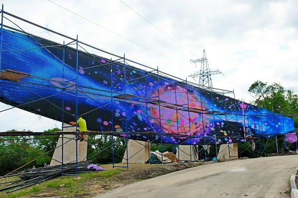 Стелу на въезде в «Артек» сменил гигантский экран