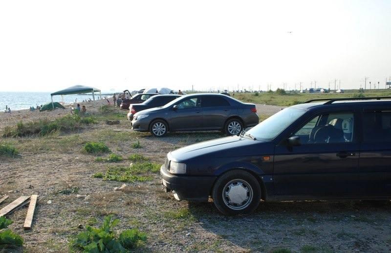 В Крыму гоняют водителей, паркующихся у моря.