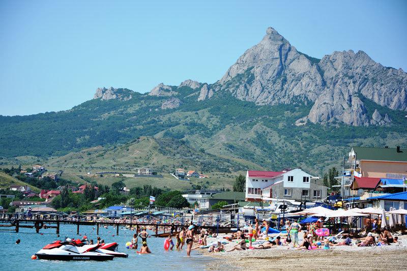 Ялта, Коктебель и Евпатория — в десятке самых популярных курортов России!