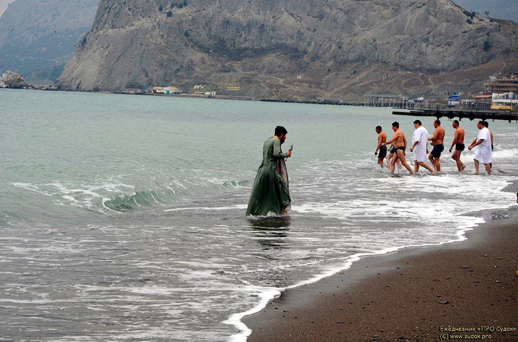 Более семи тысяч крымчан планируют окунуться в Крещенскую воду
