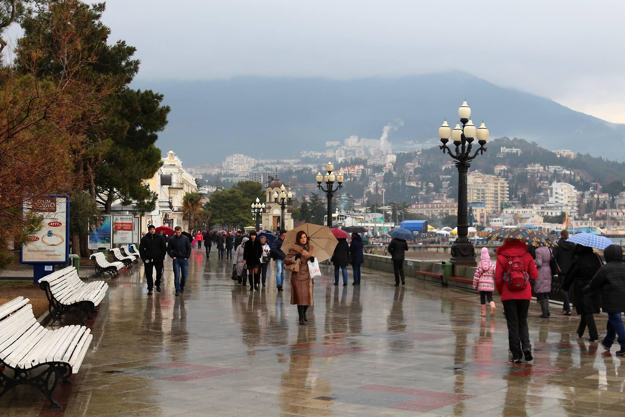 В  Крыму снова сильные дожди, в горах — со снегом!