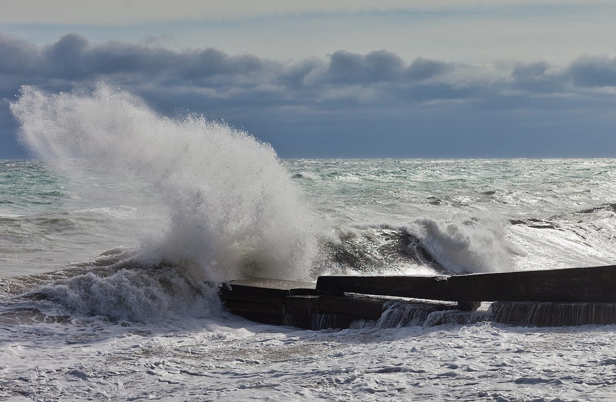 На Крым надвигаются ураганный ветер и сильные осадки