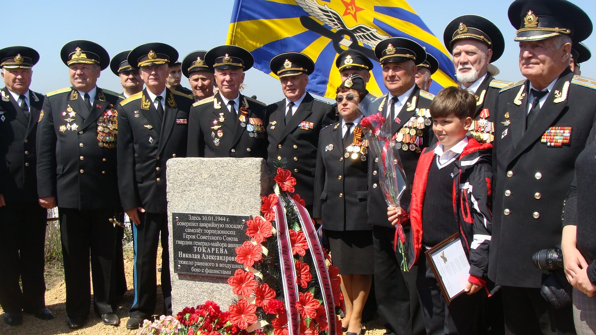 В Крыму восстановили памятный знак летчику-герою Николаю Токареву