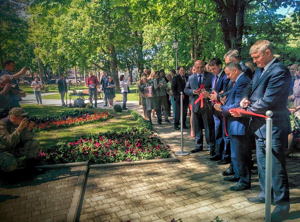 В Симферополе открыли первый «умный» сквер