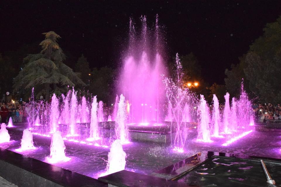 В Евпатории открыли светомузыкальный фонтан