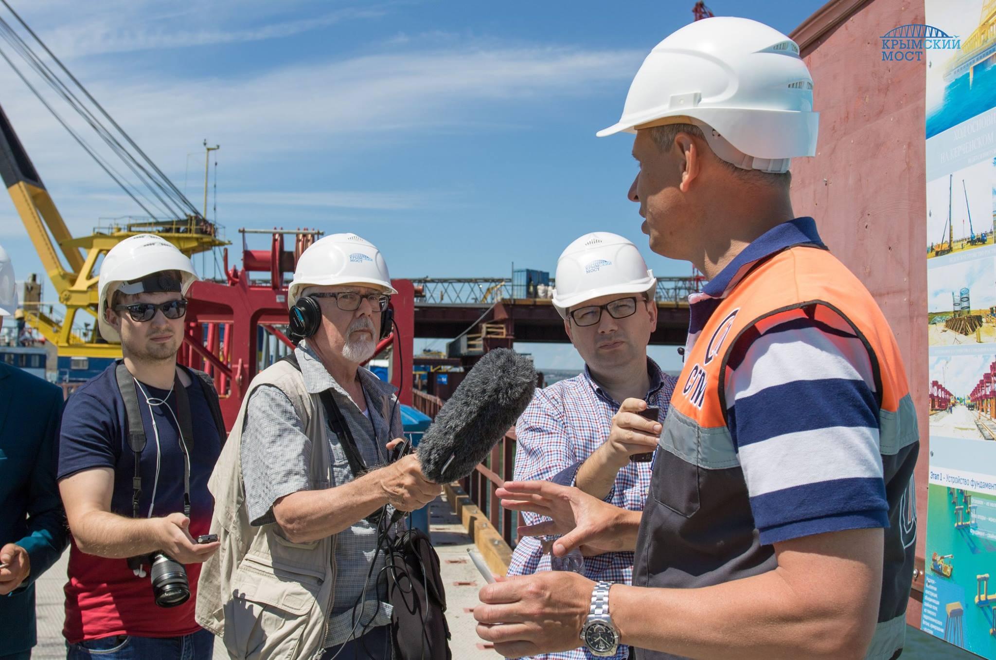Иностранные журналисты в восторге от Крымского моста (фото, видео)
