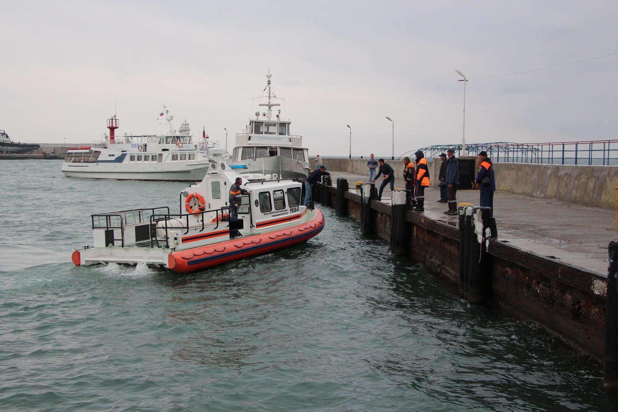 В Крыму возобновили поиски пропавших членов экипажа