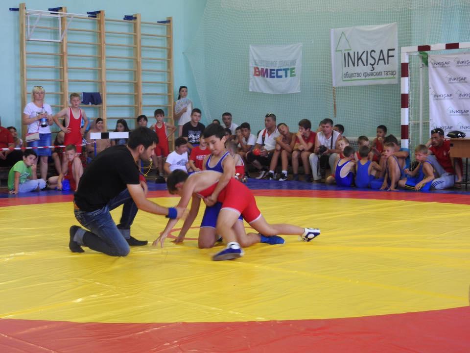 В Саках состоялся фестиваль спортивной борьбы «Saqkureşi»
