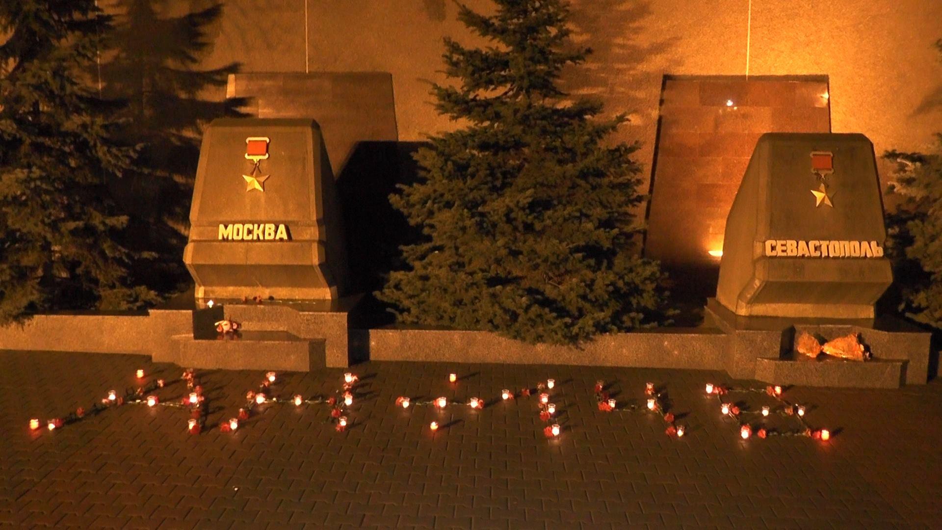 Крымские волонтеры выложили из цветов АН-148