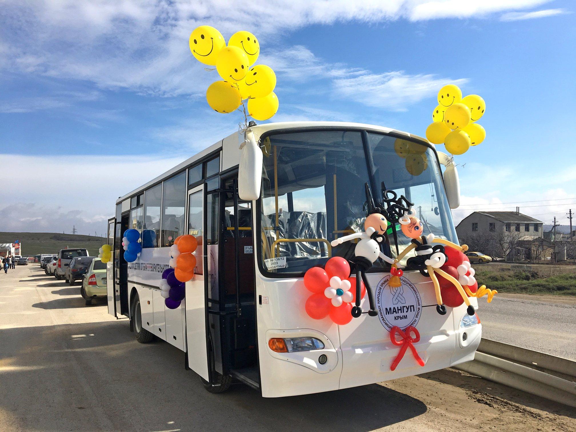 Школьный автобус и детская площадка — щедрые подарки от меценатов…