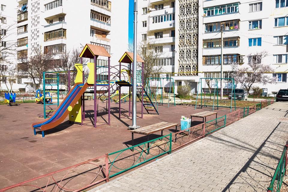 Как варяги  в Евпатории детскую площадку «убили»…