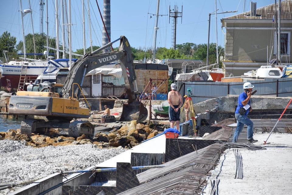 Реконструкция набережной в Евпатории набирает обороты
