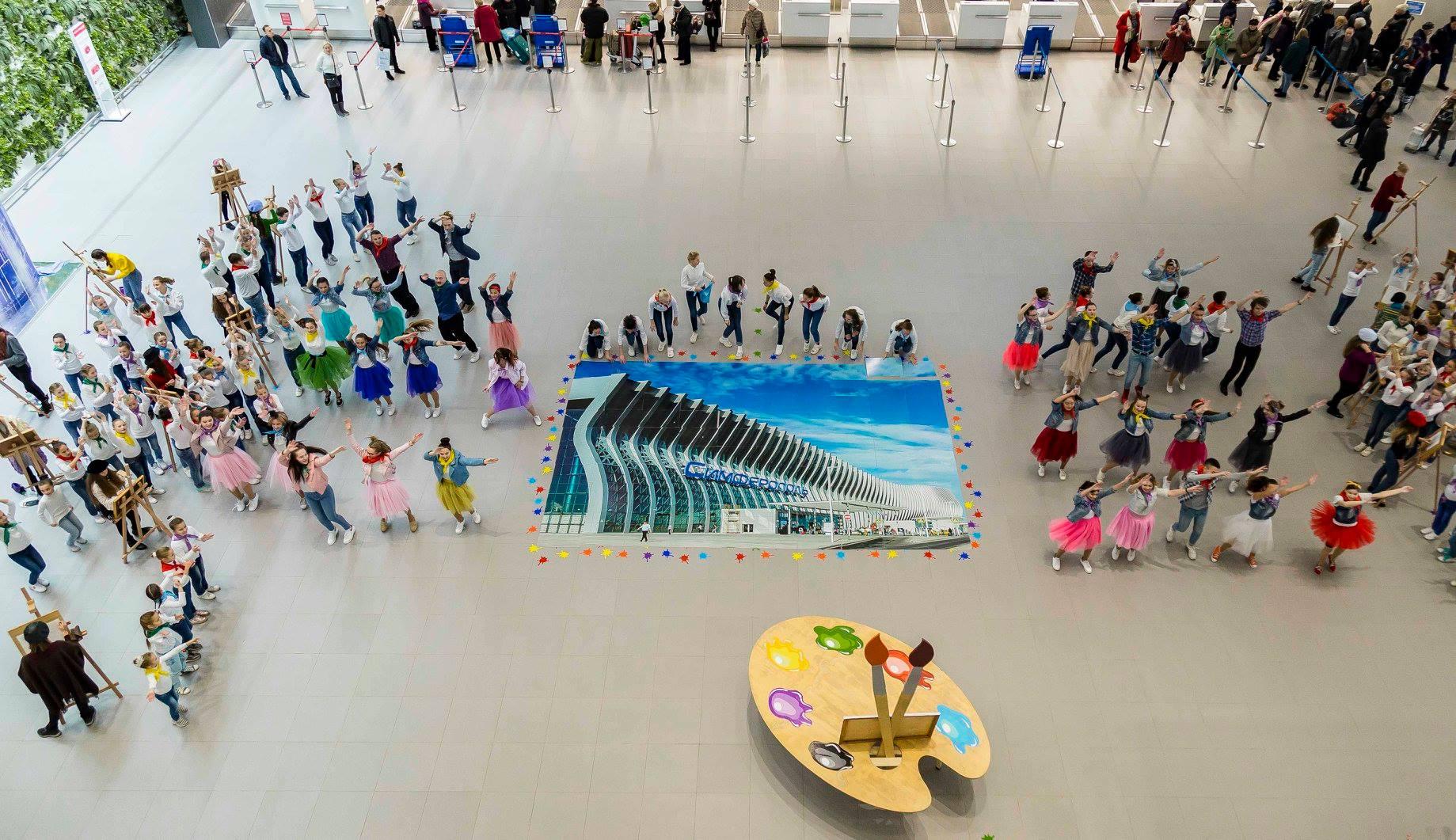 В аэропорту «Симферополь» состоялся творческий флешмоб в поддержку имени Айвазовского