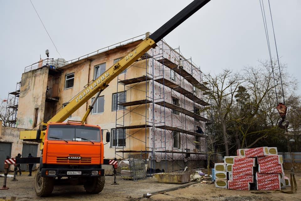 В Евпатории начались работы по ремонту станции юных техников.
