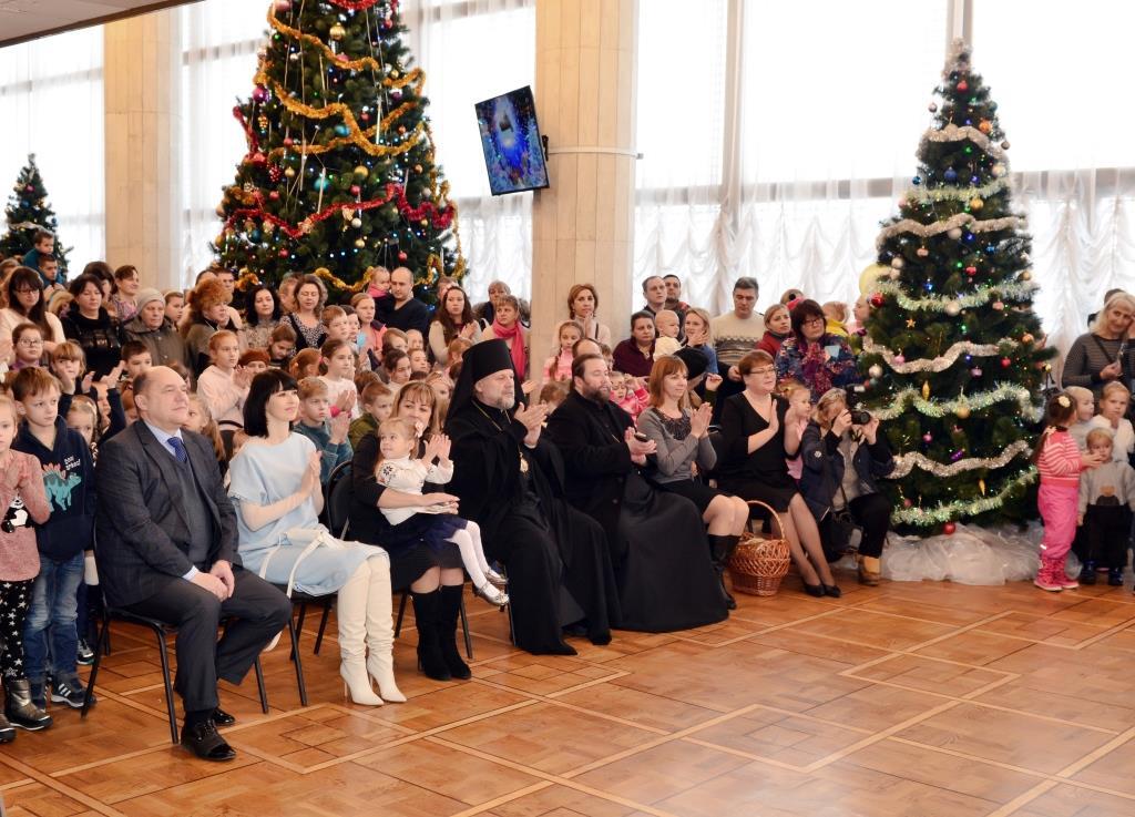 В Крыму на Рождество засияла Архиерейская ёлка