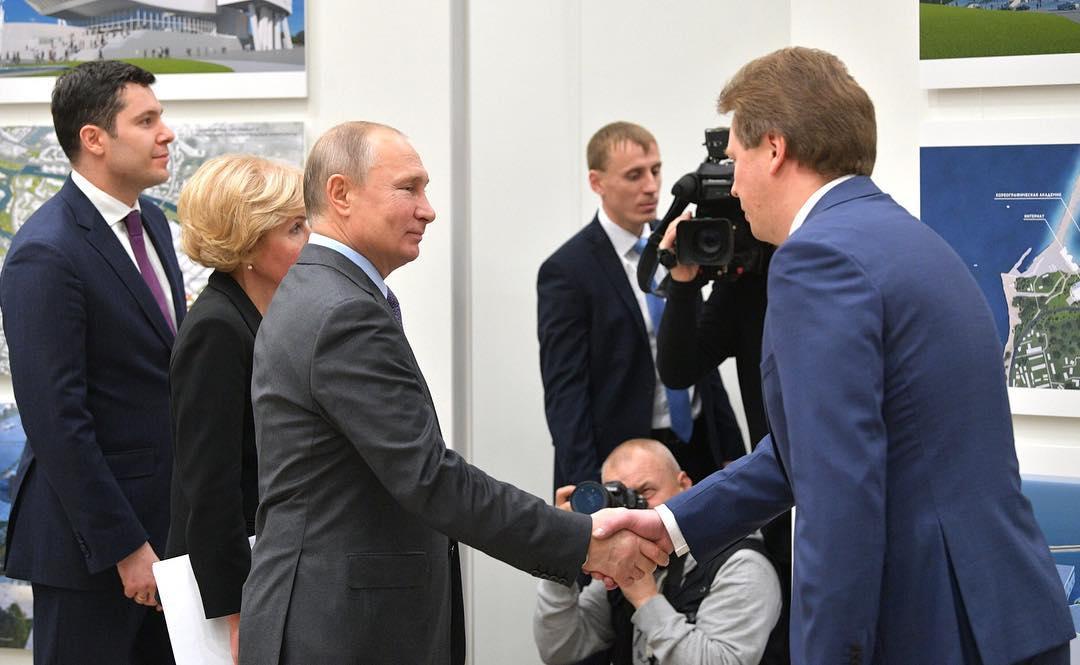 Губернатор Севастополя поблагодарил Владимира Путина за внимание к городу-герою