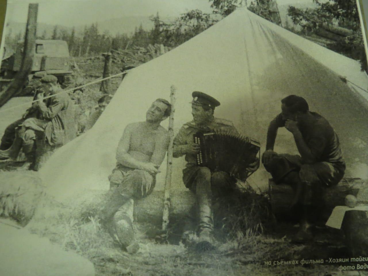 Бывшая крымчанка подарила евпаторийцам уникальные фото с Высоцким