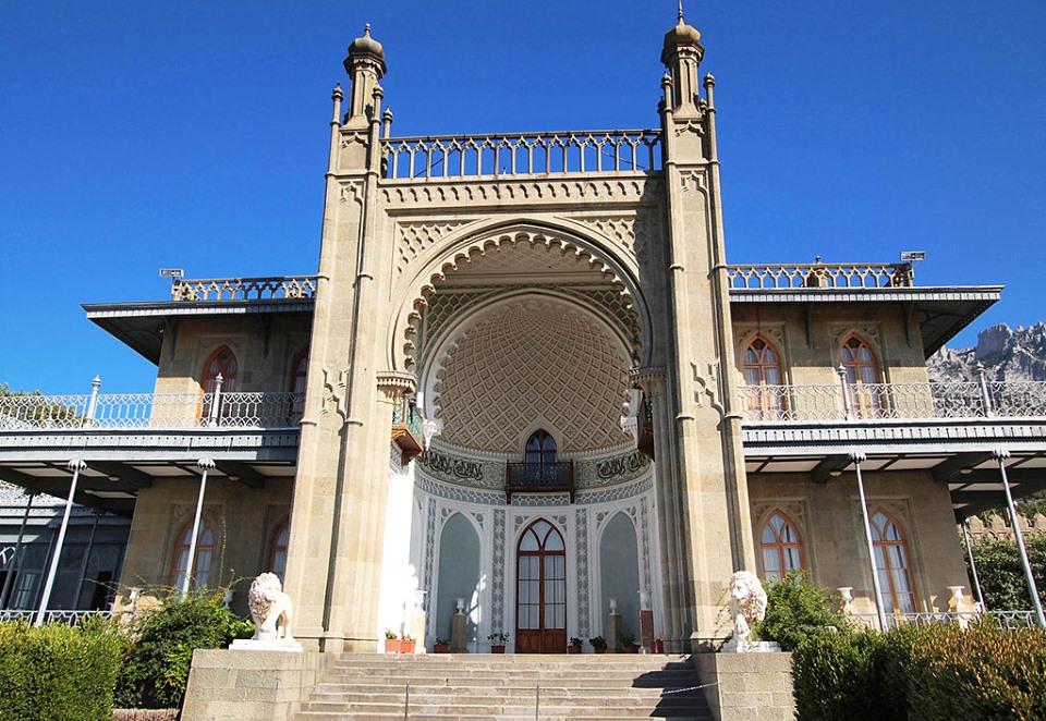Достопримечательности Крыма: масонская символика Воронцовского дворца