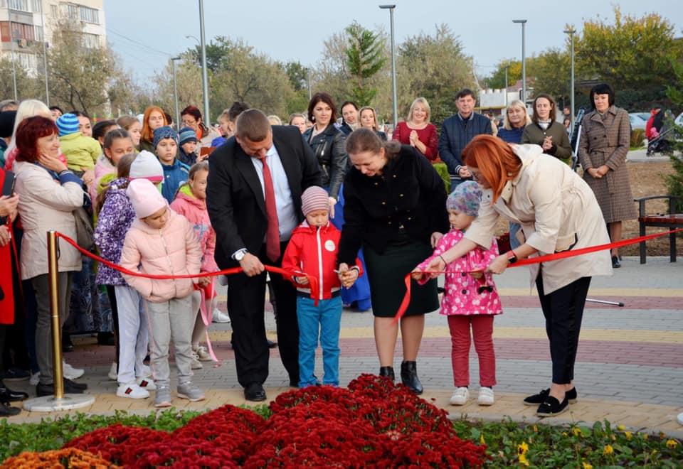 В посёлке Заозёрное торжественно открыли прекрасный  сквер