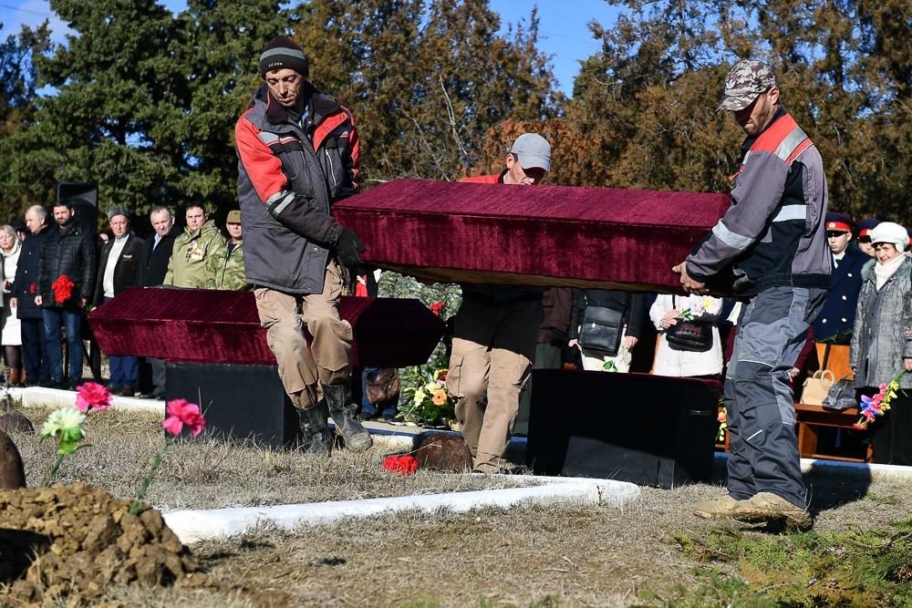 В Феодосии с почестями захоронили останки советских воинов