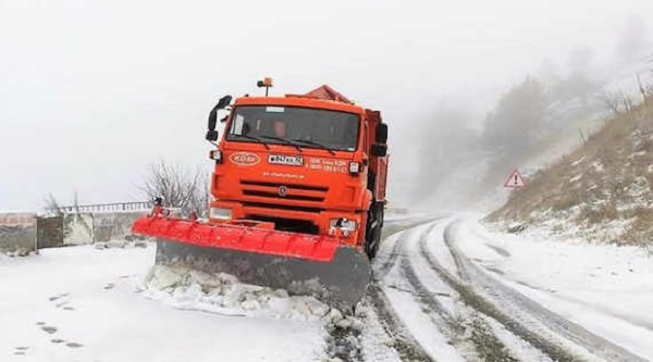 Дорогу на Ай-Петри засыпало снегом