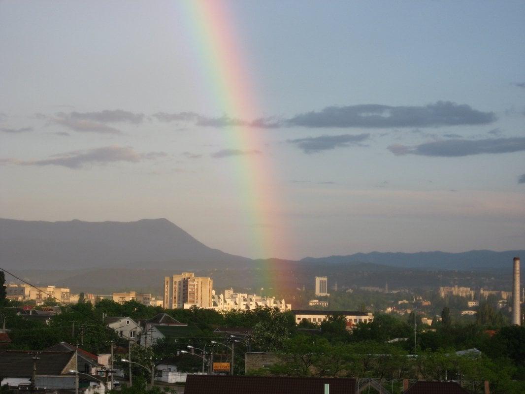 Над столицей Крыма взошла двойная радуга!